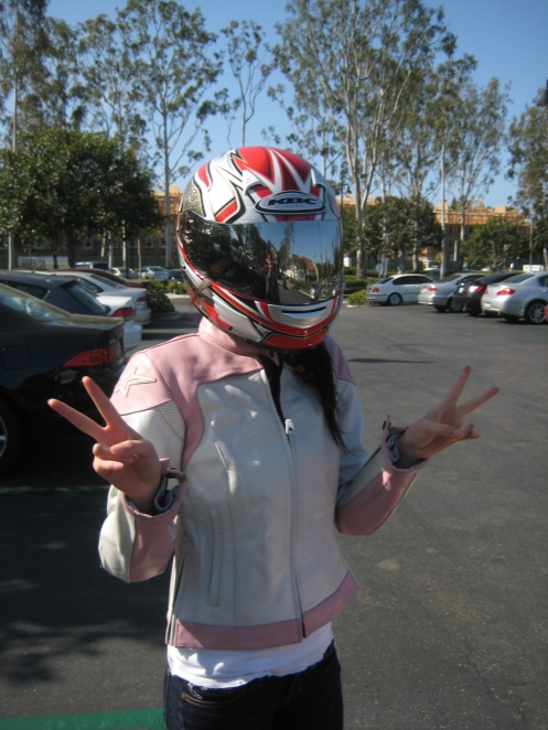 Jane with her hot Alpinestars jacket and awesome mirror lensed helmet ;)